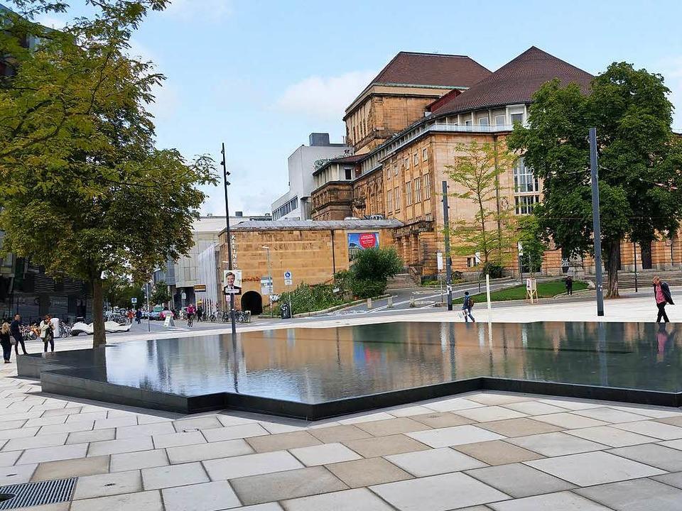 Der Platz der Alten Synagoge mit dem Gedenkbrunnen    Foto: Reiner Lechler