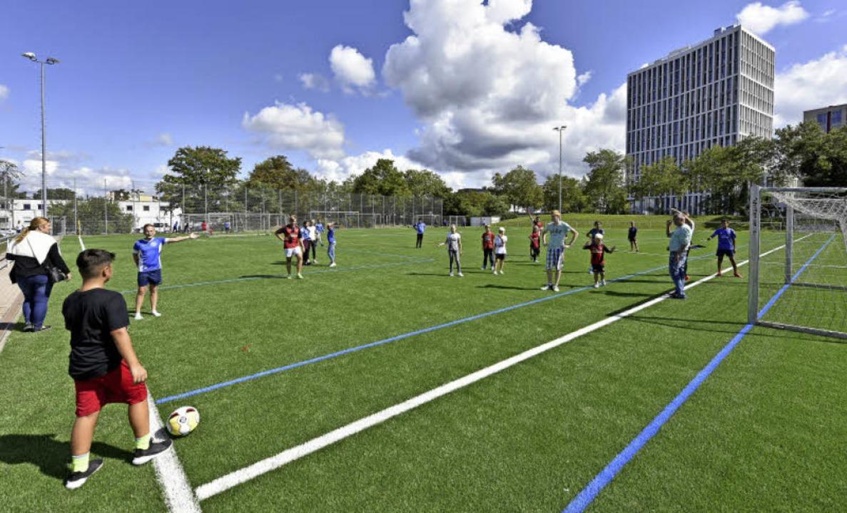 Dass die Sportfreunde Eintracht nun üb...den Wohnhäusern der Grenzstraße liegt.  | Foto: Michael Bamberger