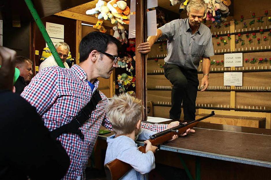 Ein beliebter Klassiker bei jungen und älteren Festbesuchern: die Schießbude (Foto: Christiane Franz)