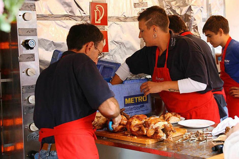 Alle Hände voll zu tun hatten die Küchenteams der teilnehmenden Vereine. (Foto: Christiane Franz)