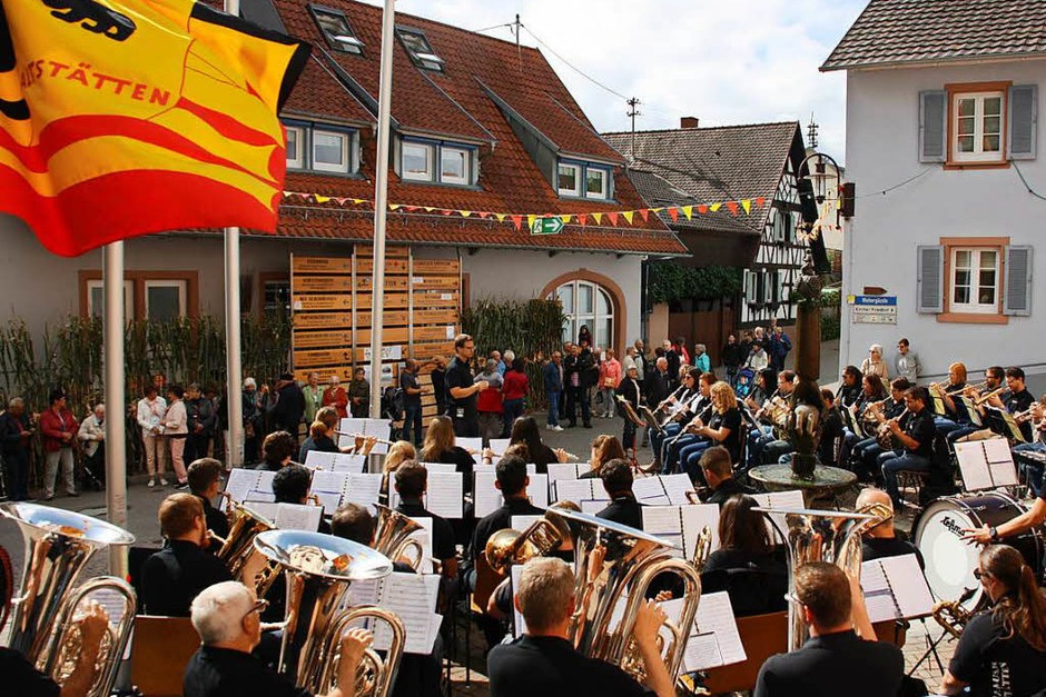 Der Musikverein aus Altstätten in der Schweiz bei seinem Auftritt vor dem Rathaus. (Foto: Christiane Franz)