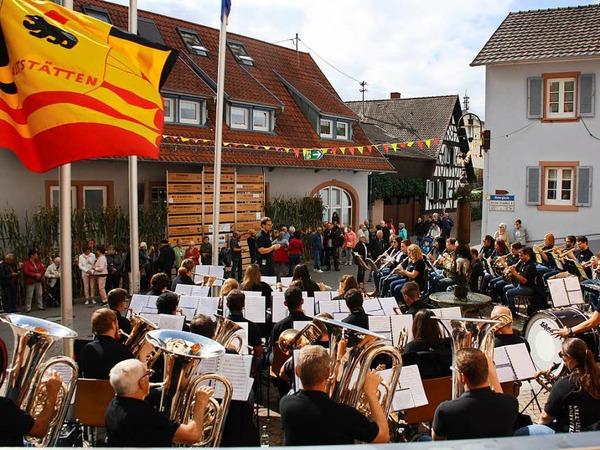 Der Musikverein aus Altstätten in der Schweiz bei seinem Auftritt vor dem Rathaus.