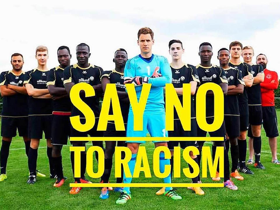 Mit diesem Bild untermauern die Sportf...s und für ein tolerantes  Deutschland.  | Foto: Sportfreunde Hügelheim