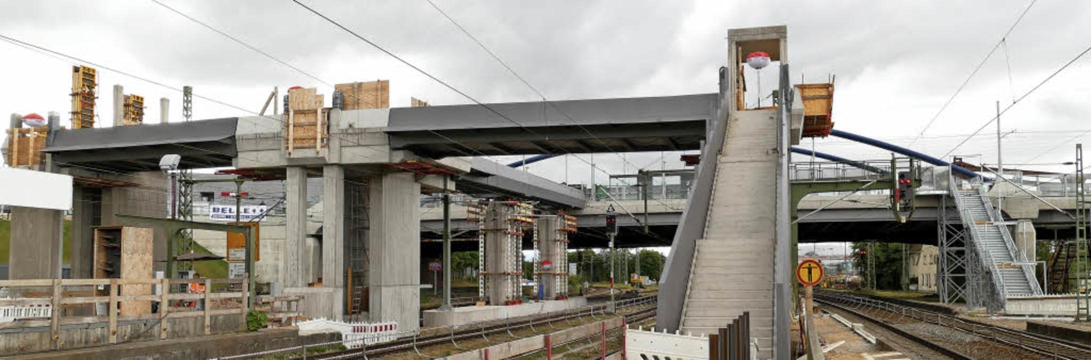 Noch ist es ein Einzack – der ne... der provisorische Abgang zu Gleis 8/9  | Foto: Ulrich Senf