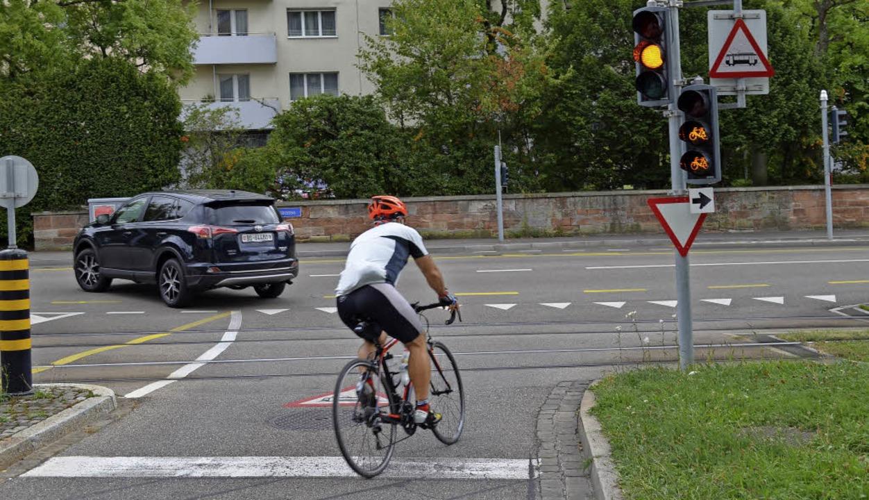 Rechtsabbiegen trotz Rotlicht erlaubt:...fahrer, dass er rechts abbiegen darf.   | Foto: Britta Wieschenkämper