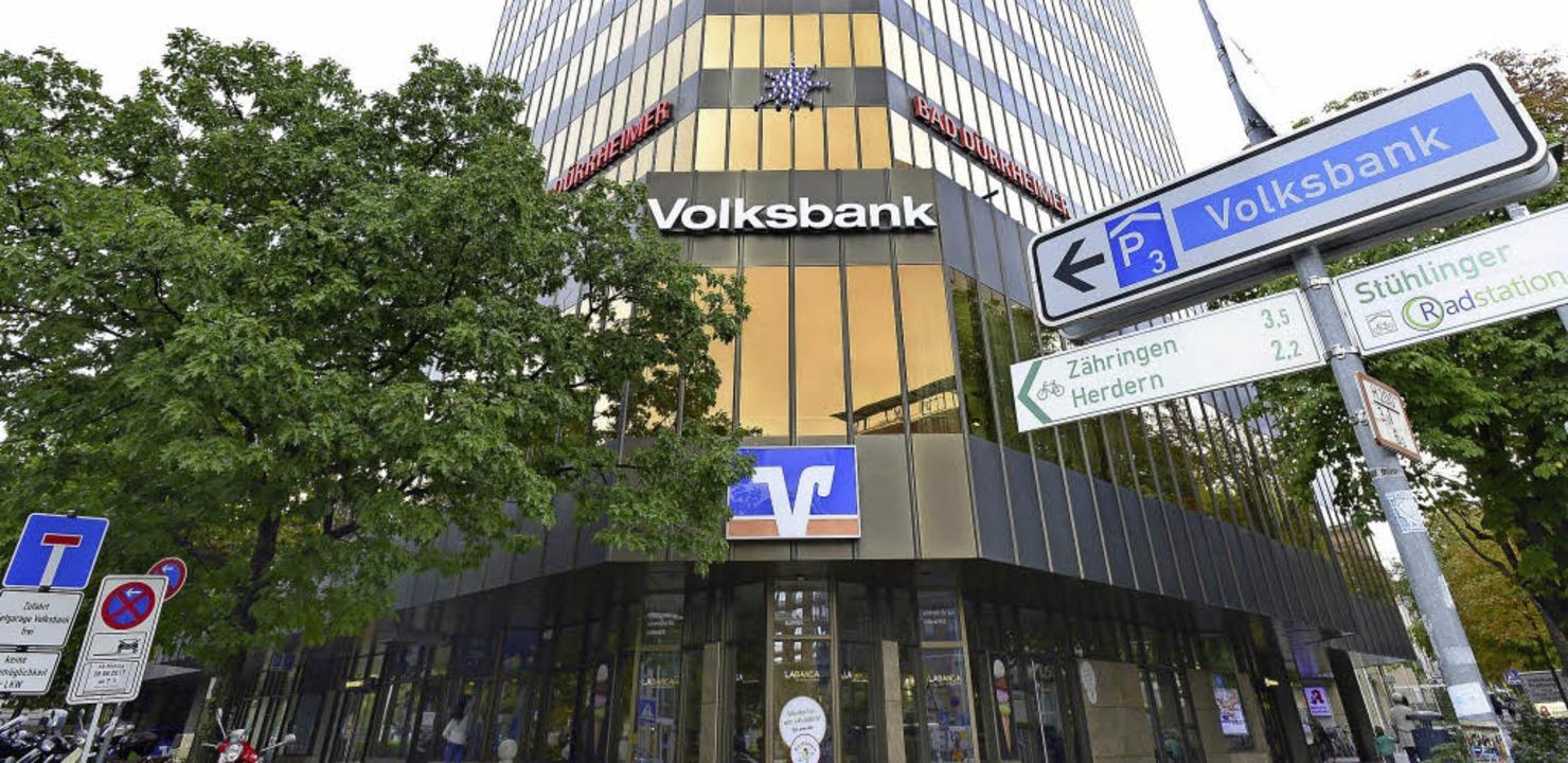 Wegen Abriss und Neubau der Volksbankz...n ein benachbartes Gebäude ausweichen.  | Foto: I. Schneider