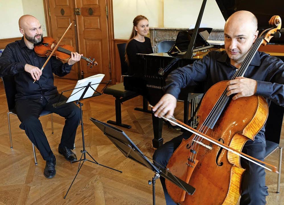 Der Geiger Kirill Sharapov, die Pianis...in spielten  ein russisches Programm.   | Foto: Roswitha Frey