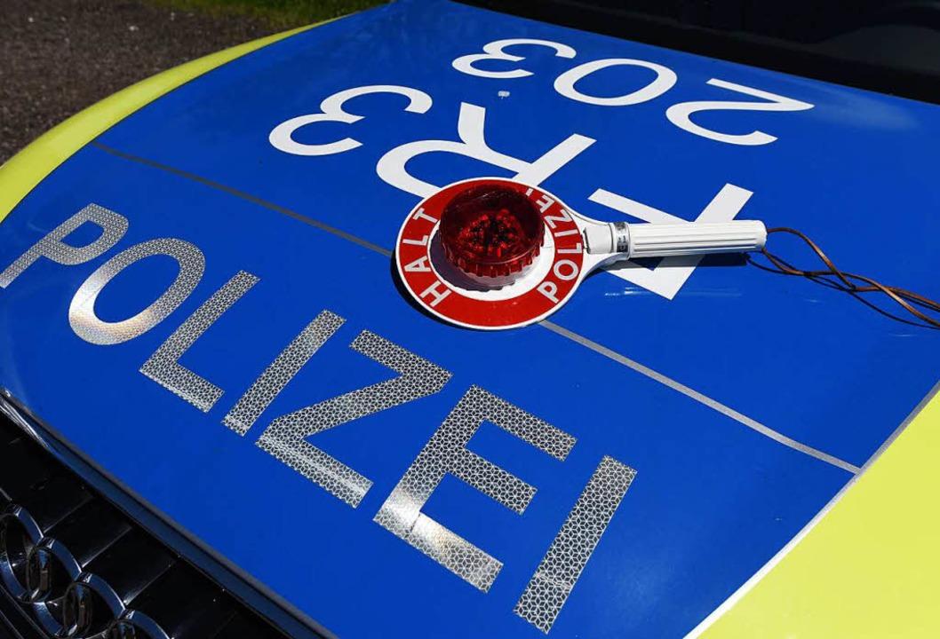 Die Polizei verhaftete den betrunkenen Rollerfahrer. (Symbolbild)  | Foto: dpa