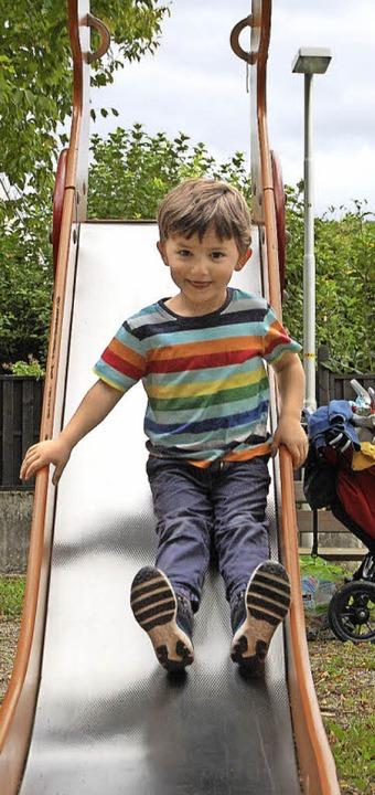 Carl auf der Kleinkinderrutsche im Oberen Garten  | Foto: Hannah Fedricks Zelaya