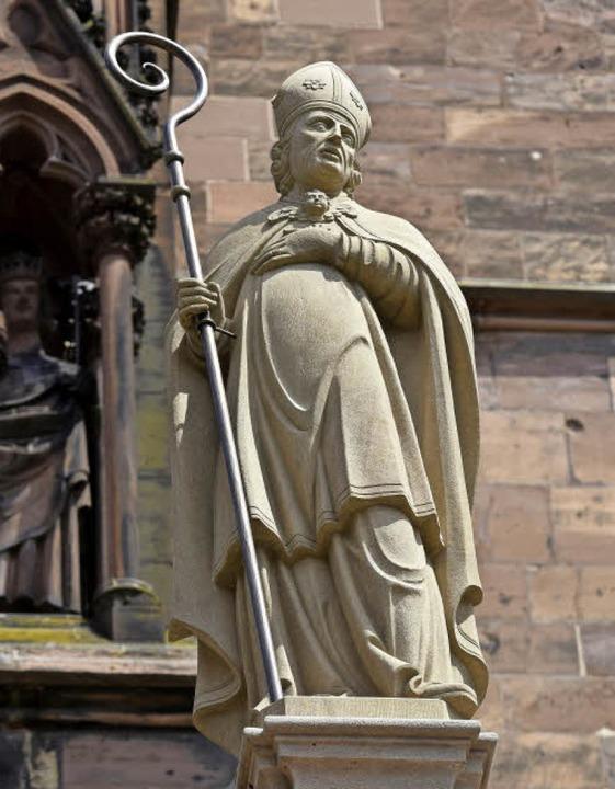 Dem Heiligen Lambertus (links: Statue ...in Herdern auch eine Straße gewidmet.     Foto: Thomas Kunz