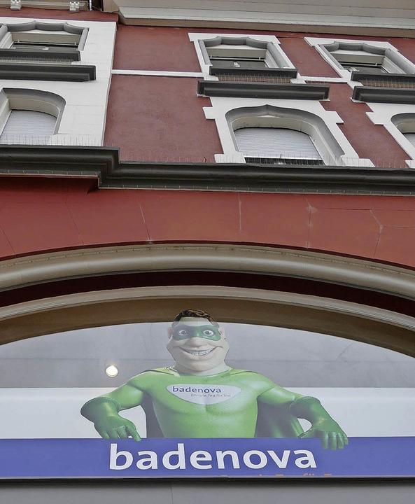 Das Gebäude in der Turmstraße leidet unter der Werbung, findet eine Leserin.  | Foto: Gerigk