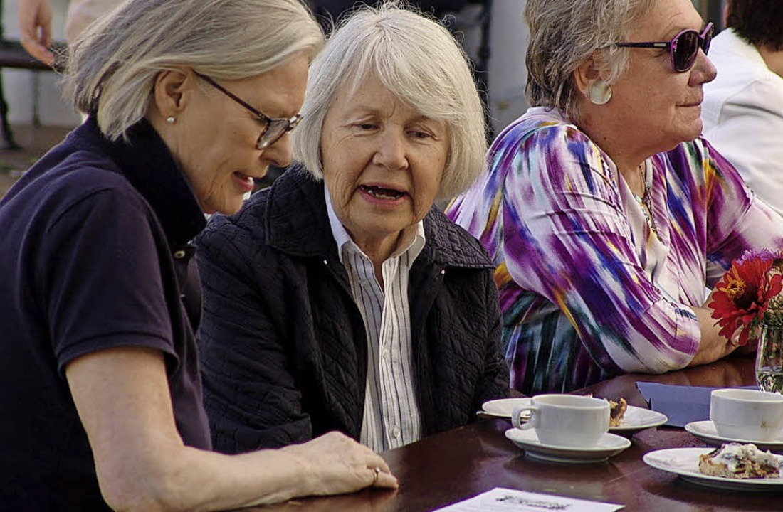 Gemütlicher Plausch bei Kaffee und Zwe... gehört zum Fest an der Schlossmühle.   | Foto: Karin Wortelkamp