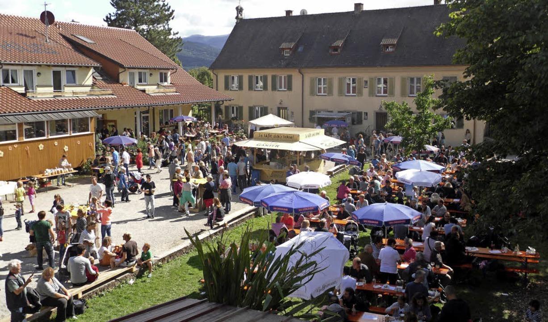 Voller Hof: das Fest am Baldenwegerhof zog viele Besucher an.     Foto: Kluge