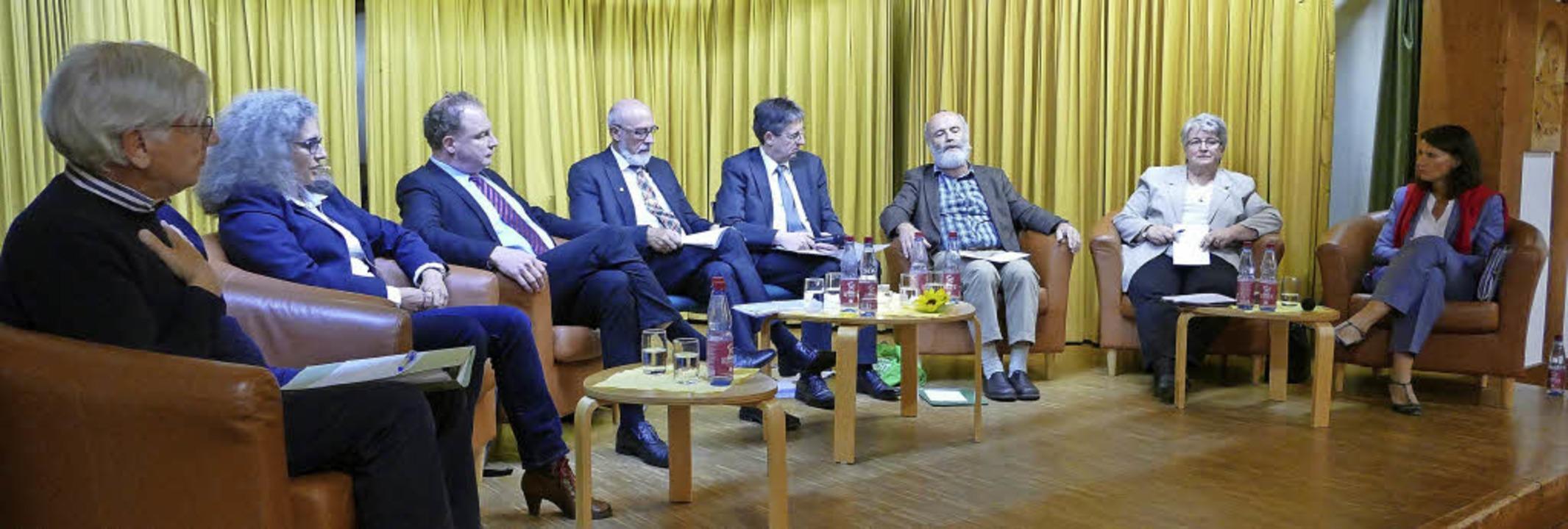 Podiumdiskussion im Pfarrsaal in Görwi...U) und Rita Schwarzelühr-Sutter (SPD).  | Foto: miloslavic