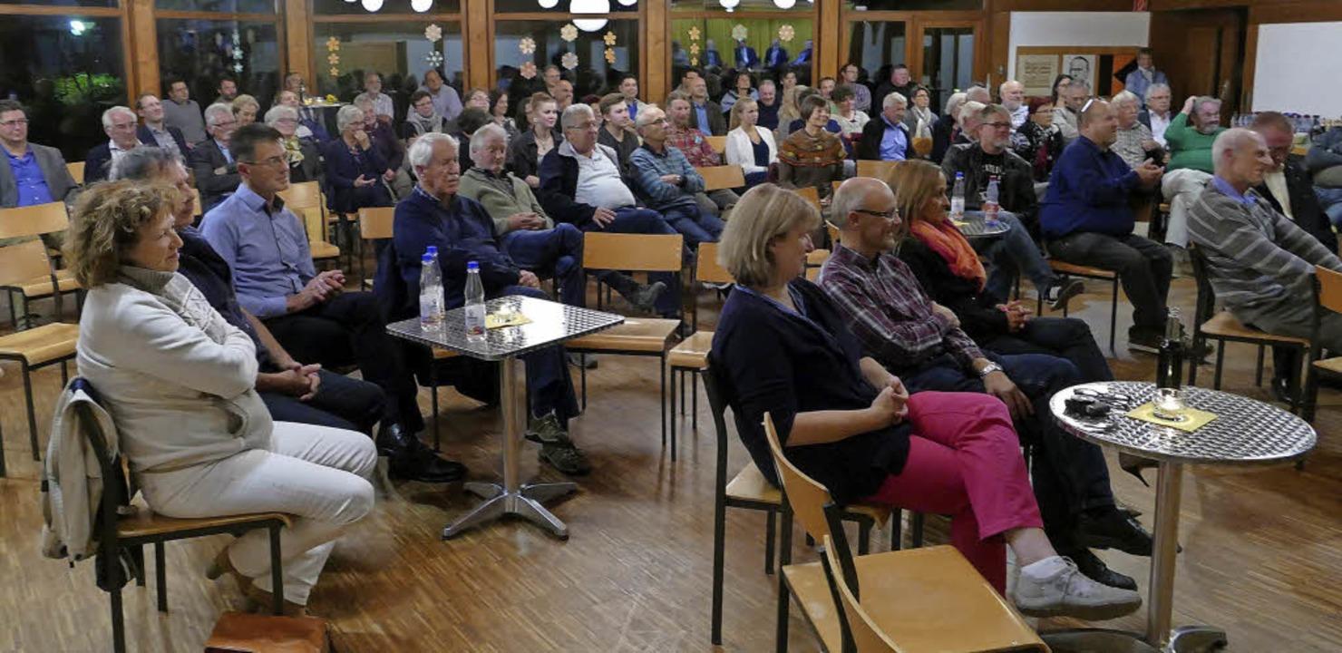 Brechend voll präsentierte sich der Pf...den Bundestagskandidaten nicht gerade.  | Foto: Hrvoje Miloslavic