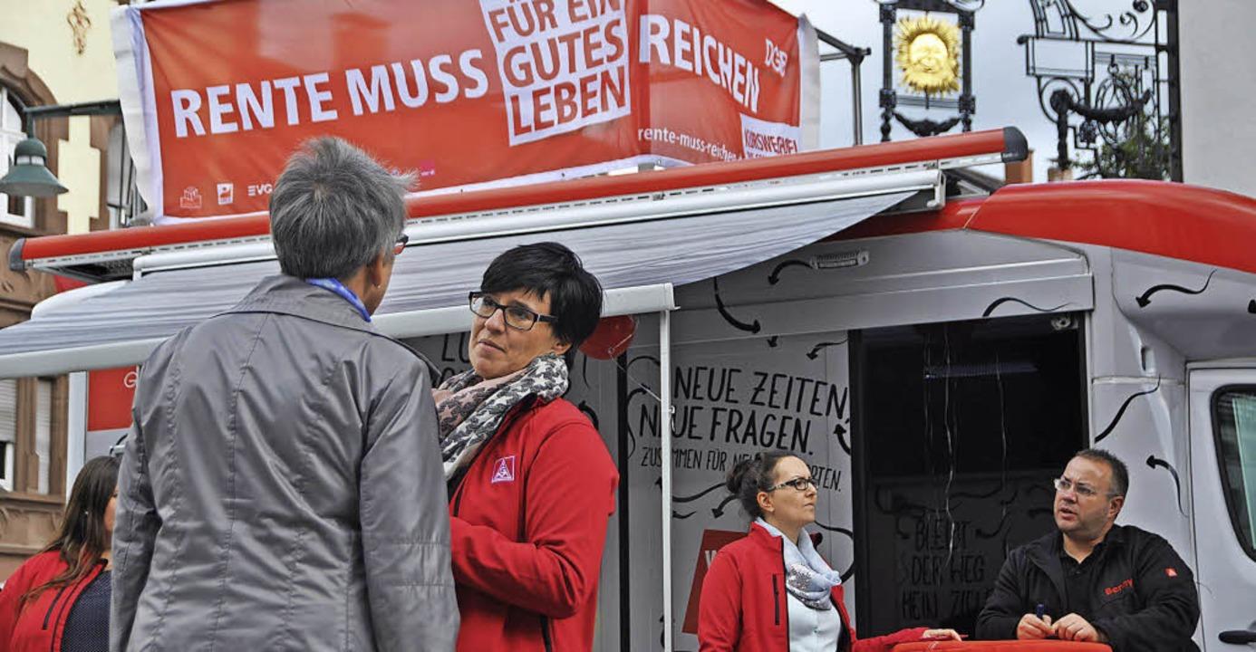 Die Gewerkschafter suchten  in der Lör... Innenstadt das Gespräch mit Bürgern.   | Foto: Daniel Gramespacher