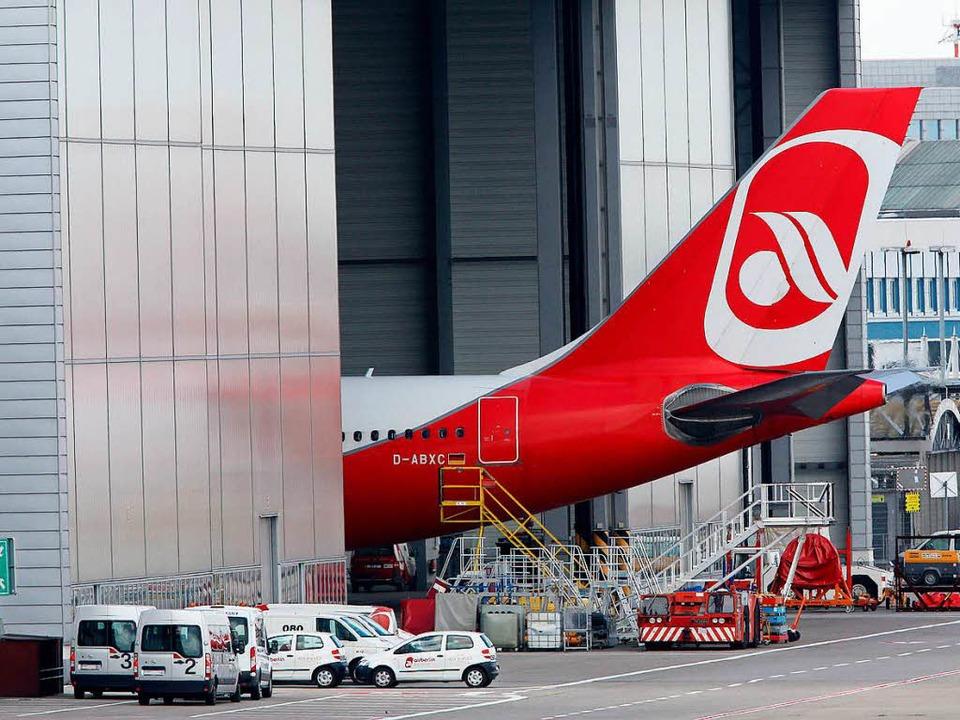 Bleibt mangels Pilot  im Hangar: Air- Berlin-Maschine  | Foto: dpa