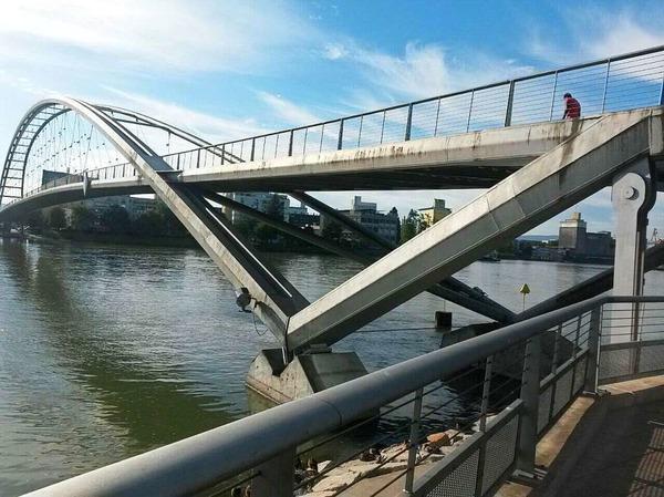 Eine Brücke verbindet (Weil am Rhein)