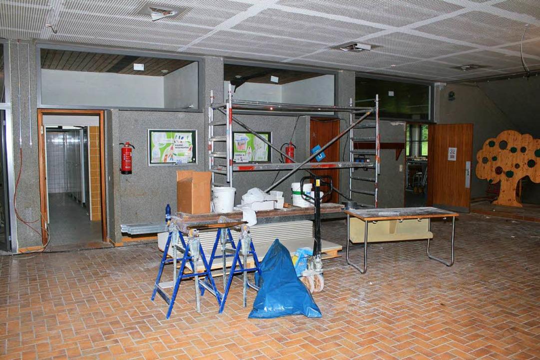 Die Schule wird derzeit aufwendig sani...Arbeiten dauern noch einige Wochen an.    Foto: Fabry