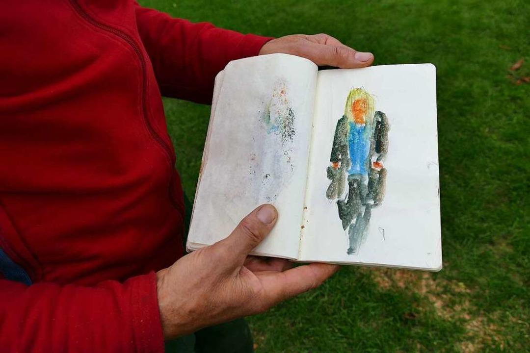 Zu den Figuren haben ihn Kenzinger Bür...er in sein Skizzenbuch gezeichnet hat.  | Foto: Lena Marie Jörger