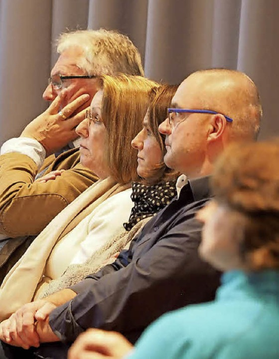 Das Publikum hört aufmerksam der Diskussion zu.  | Foto: Susanne Gilg