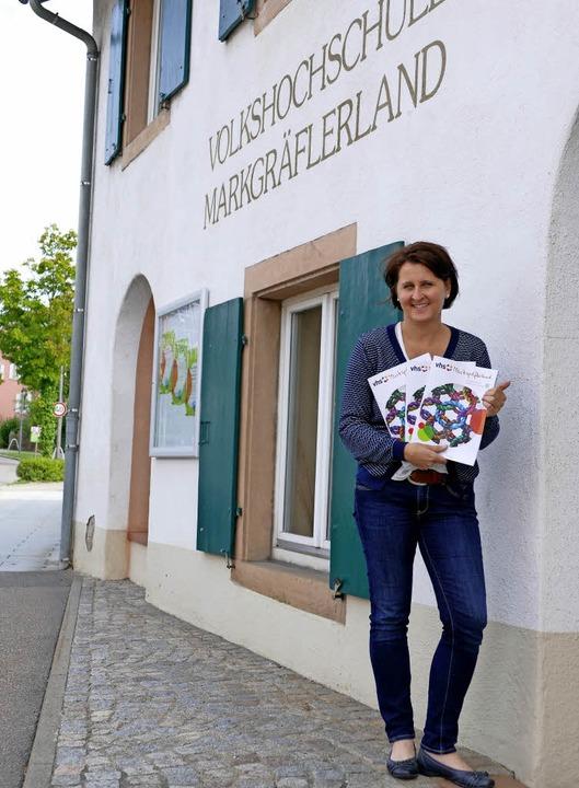 Stefanie Heuberger mit dem neuen Progr...ebäude in der Gerbergasse in Müllheim   | Foto: Susanne Ehmann