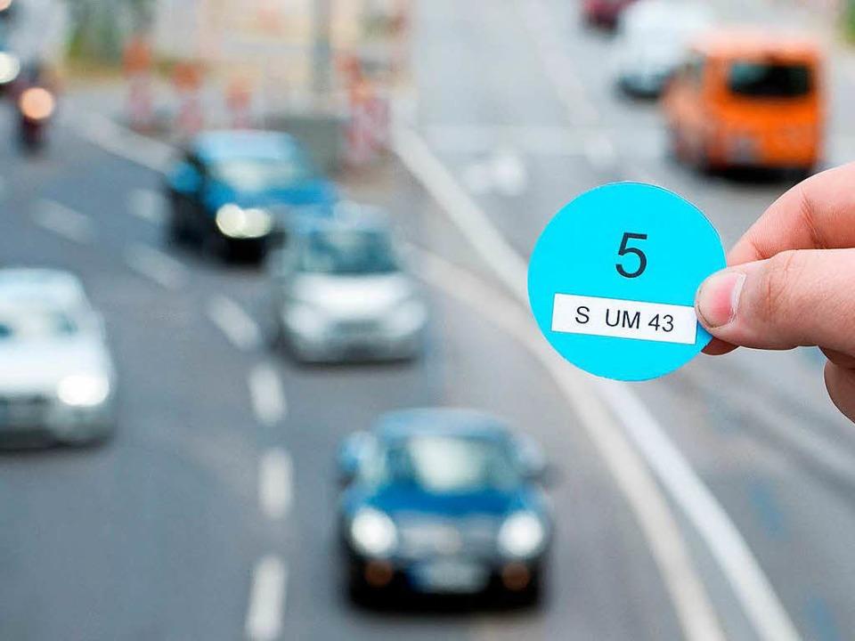 Die Blaue Plakette ist für die Grünen ein gutes Steuerungsinstrument.   | Foto: dpa