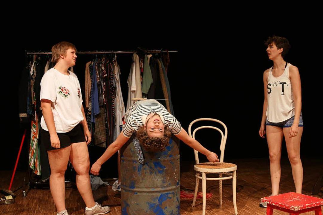 Szene aus einem Stück der Theaterpädagogen  | Foto: Katharina Bartsch