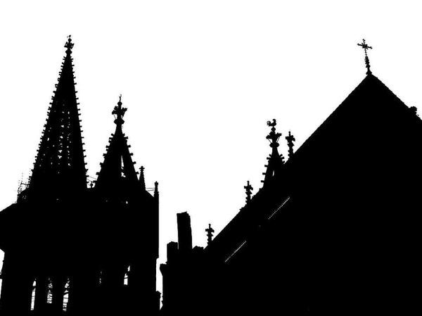 Freiburger Münstertürme von hinten im Gegenlicht (Freiburg)