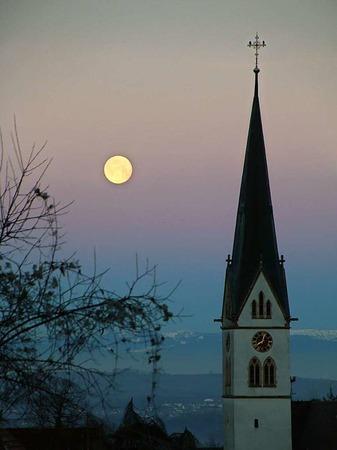 Wintervollmond über Ebringen (Ebringen)