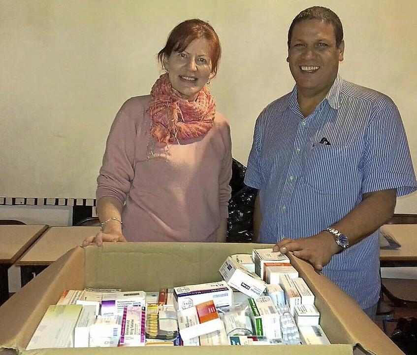 Haidy Collin mit Padre Pedro Hernández...ner Medikamentenlieferung aus Endingen  | Foto: Privat