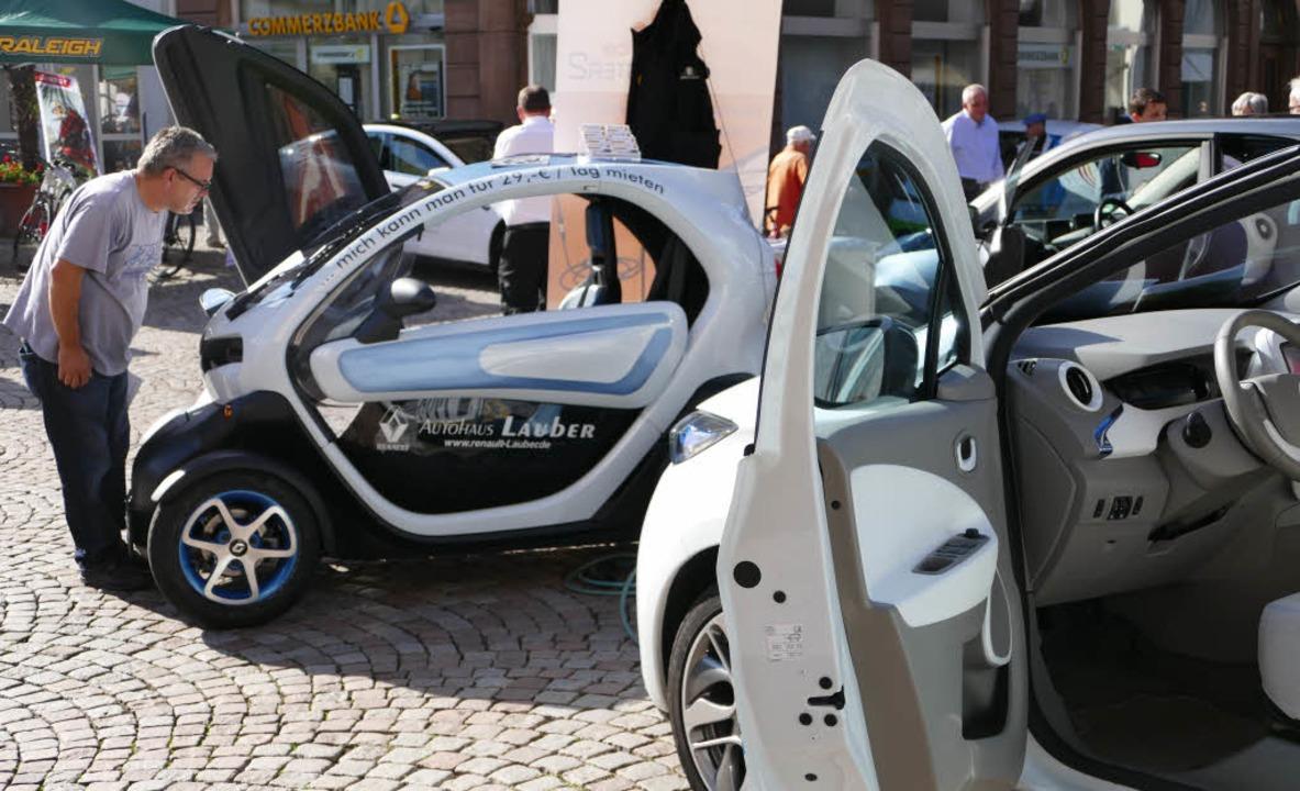 Elektrisch betriebene Fahrzeuge gab es auf dem Münsterplatz zu begutachten.      Foto: David Rutschmann