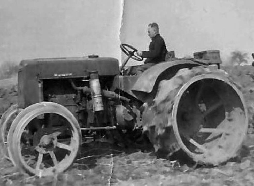 Bürgermeister Emil Müller auf seinem Traktor  | Foto: ZVG