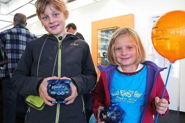 Sparkasse erwägt Gebühren für Weltspartag-Luftballons