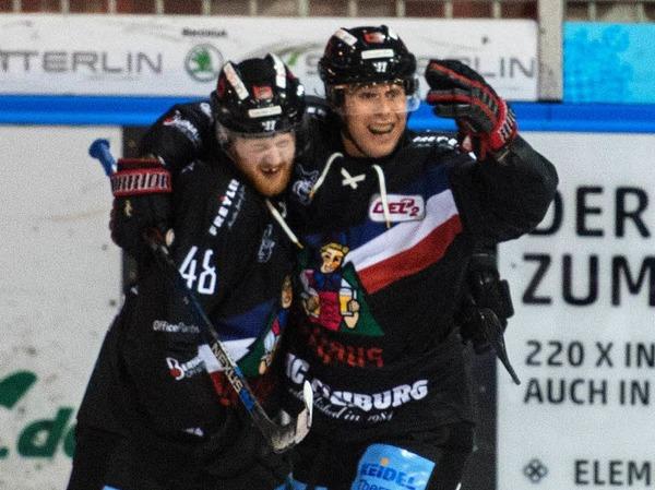 Auftakt gelungen: Der EHC Freiburg bezwingt den EHC Bayreuth im ersten Saisonspiel.