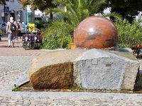 Wie Breisachs bekannteste Steinkugel 400 Kilo leichter wurde