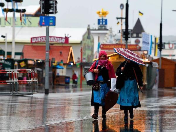 Das sehr herbstliche Wetter dürfte auch dazu beigetragen haben, dass am Vormittag - anders als in den Vorjahren - noch kein Zelt wegen Überfüllung geschlossen werden musste.