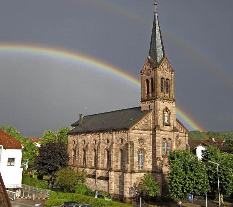 Der Bau der katholischen Kirche St. Be...e Alte Stadtkirche spielte eine Rolle.  | Foto: Alina Räuber/Marlies Jung-Knoblich