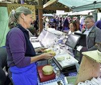 Kulinarische Spezialitäten locken 4000 Besucher auf den Munzinger Markt