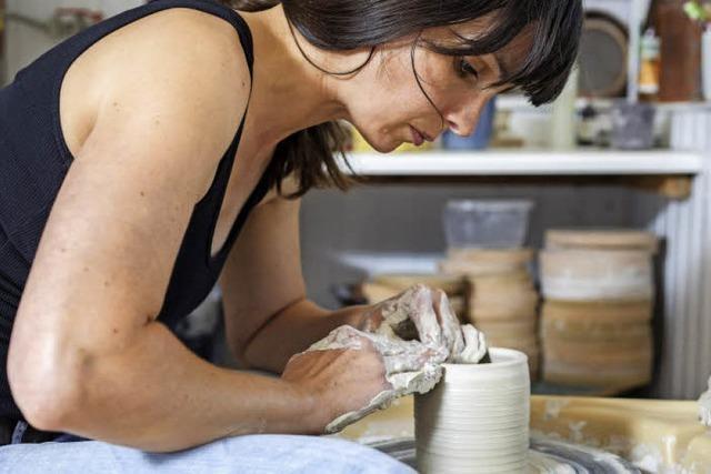 Die Keramikerin Lena Andres lässt sich von Fadenspindeln inspirieren