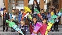 In Häusern werden zehn neue Schüler begrüßt