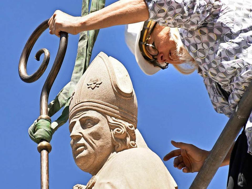 Im Mai wurde die neu angefertigte Heiligenfigur aufgestellt.  | Foto: Michael Bamberger