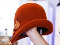 Freiburger Modistin zaubert Hüte - einst auch für Lady Di