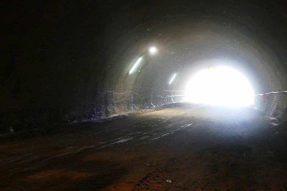 Schon rund 100 Meter  weit haben sich die Tunnelbauer in den Herrschaftsbuck für die A 98-Röhre  gebohrt. (Foto: Ingrid Böhm-Jacob)