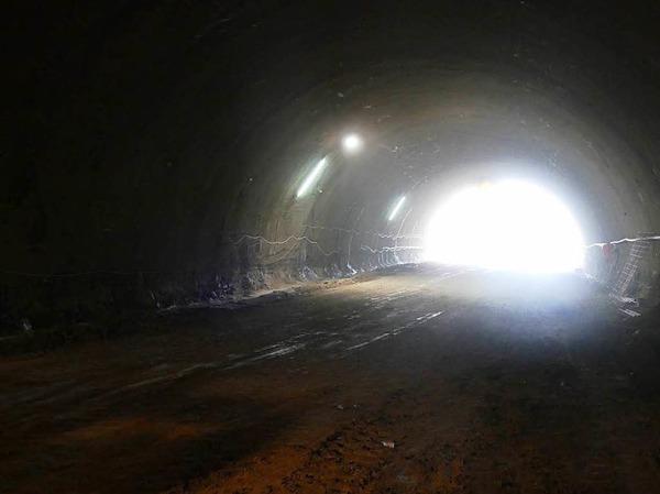Schon rund 100 Meter  weit haben sich die Tunnelbauer in den Herrschaftsbuck für die A 98-Röhre  gebohrt.