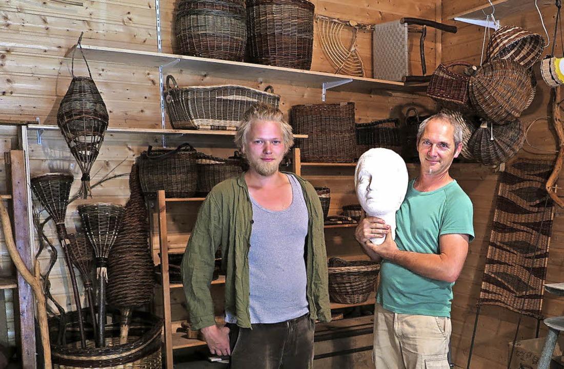 Daniel Schenk und Torsten Kleiner (von...weiler mit einem Tag der offenen Tür.   | Foto: Philipp