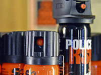 Diebe bedrohen Sicherheitspersonal mit Flasche und Pfefferspray