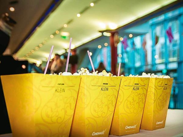 Für jeden Gast gab's eine Tüte  Popcorn und einen Softdrink gratis.