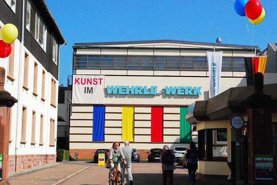 Bunt geschmückt empfängt die älteste Werkshalle die Besucher. (Foto: Sylvia-Karina Jahn)