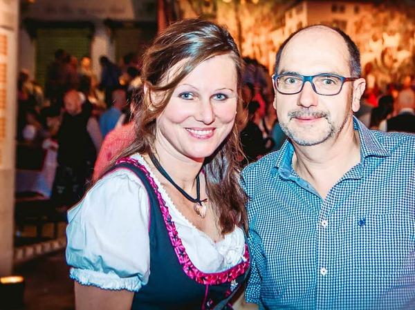 Dirndl, Latzhosen und Livemusik beim 5. Oktoberfest der Brauerei Ganter in Freiburg.